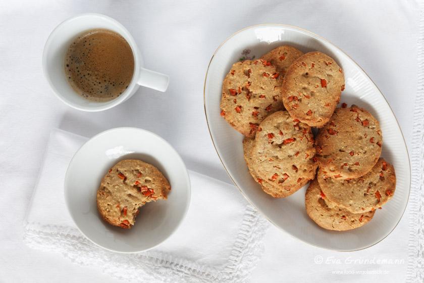 Gluten free Buckwheat-Almond-Cookies with caramelized Carrots | Glutenfreie Buchweizen-Mandelkekse mit karamellisierten Karotten | food-vegetarisch.de