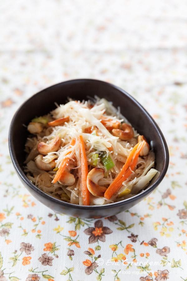 Reisnudeln mit Möhren und Weißkohl | Rice Noodles with Carrots and White Cabbage