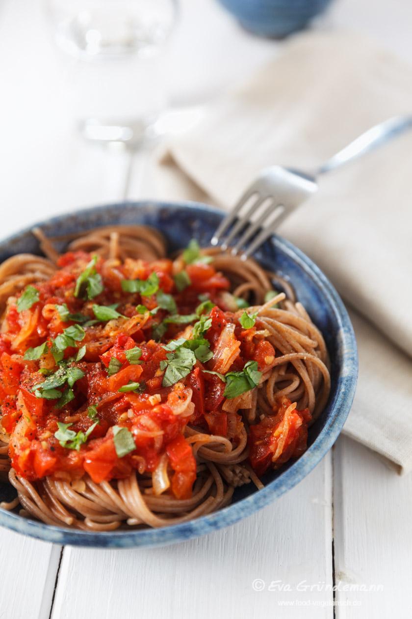 Tomatensugo mit Pasta | food-vegetarisch.de