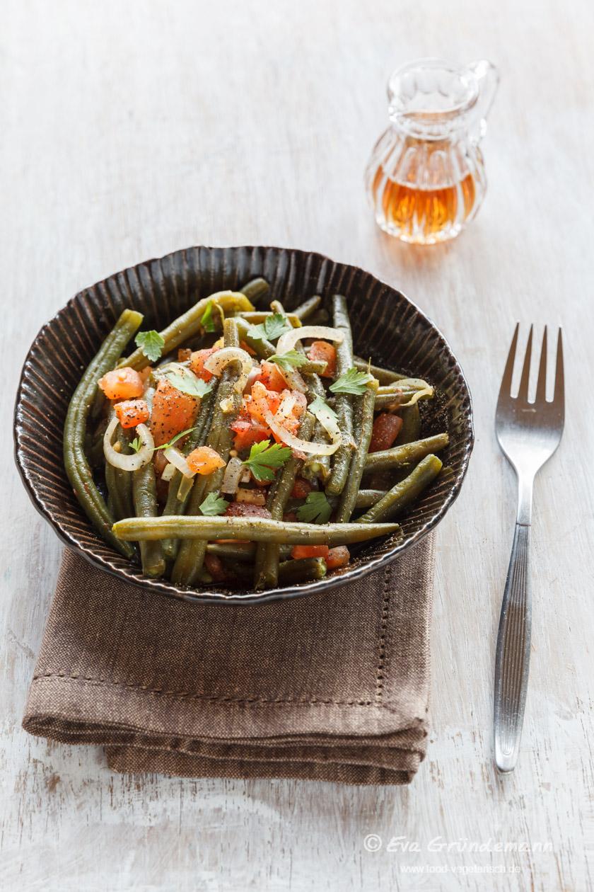 Green Beans with Tomatoes and Onions | Grüne Bohnen mit Tomaten und Zwiebeln | food-vegetarisch.de