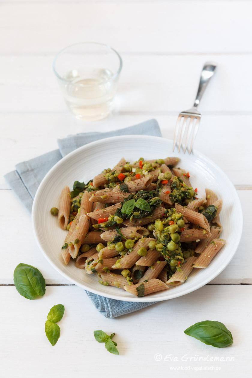 Rigatoni mit Spinat und Erbsen | food-vegetarisch.de