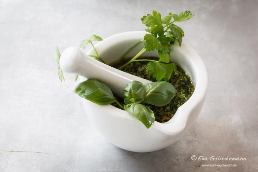 Veganes Petersilien-Basilikum Pesto | food-vegetarisch.de