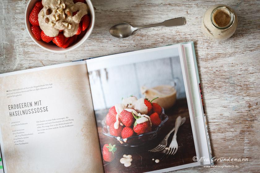 Vegane Haselnusssoße mit Erdbeeren | food-vegetarisch.de