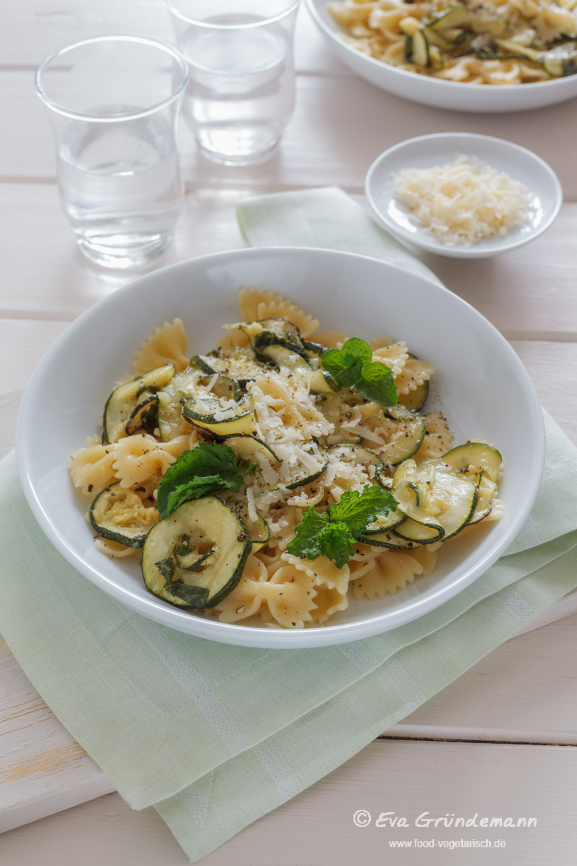 Baked Zucchini with Farfalle || FOOD VEGETARISCH