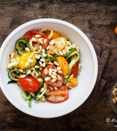Gemüse-Spaghetti aus Zucchini mit Tomaten | FOOD VEGETARISCH