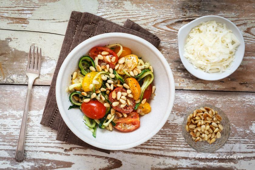 Zucchininudeln mit Tomaten | FOOD VEGETARISCH