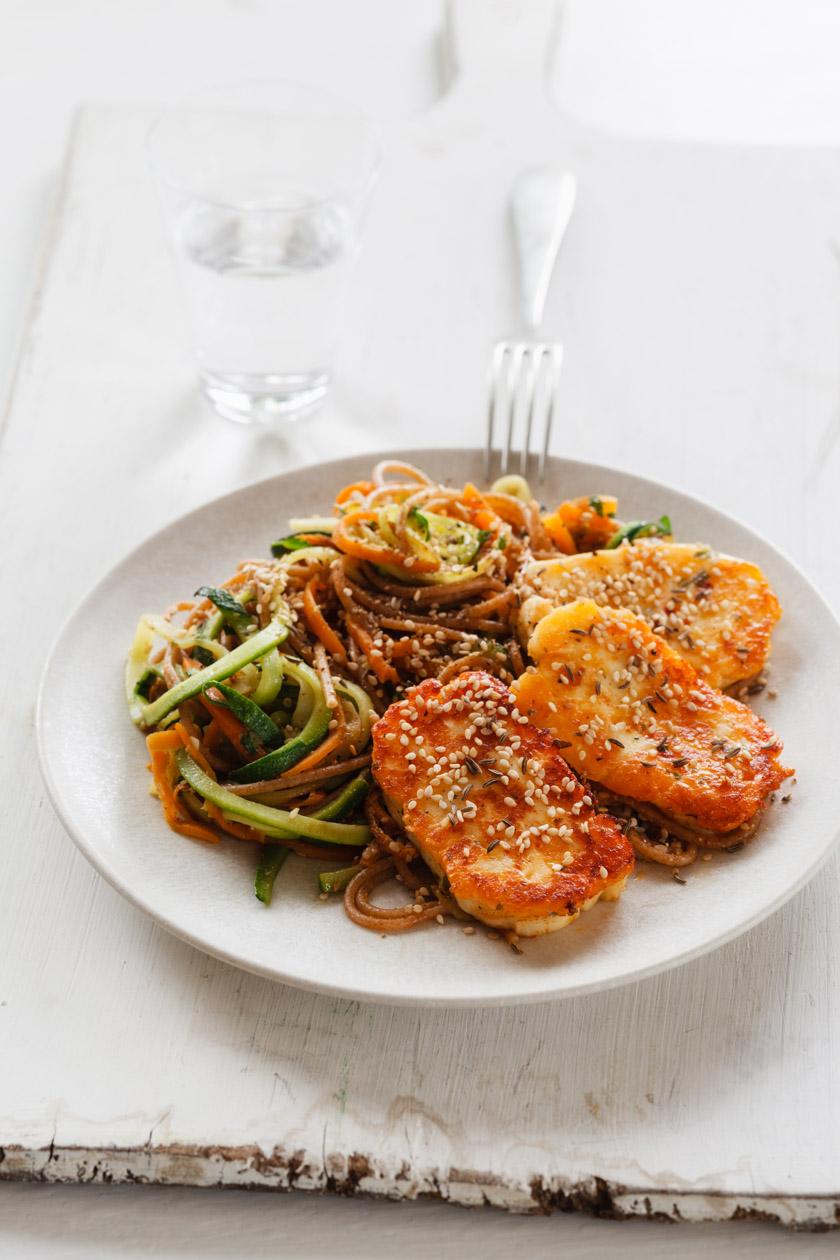 Gemüse-Nudeln mit Halloumi | FOOD VEGETARISCH
