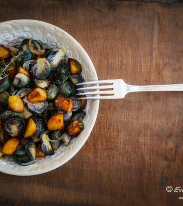 Rosenkohl-Kartoffel-Pfanne mit rotem Rosenkohl | FOOD VEGETARISCH
