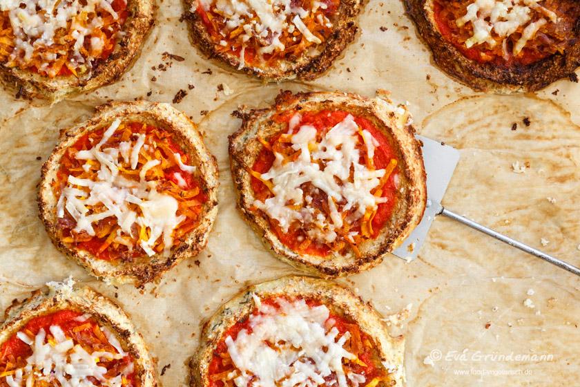 Rezept für Blumenkohl-Pizzen mit Kürbis | FOOD VEGETARISCH
