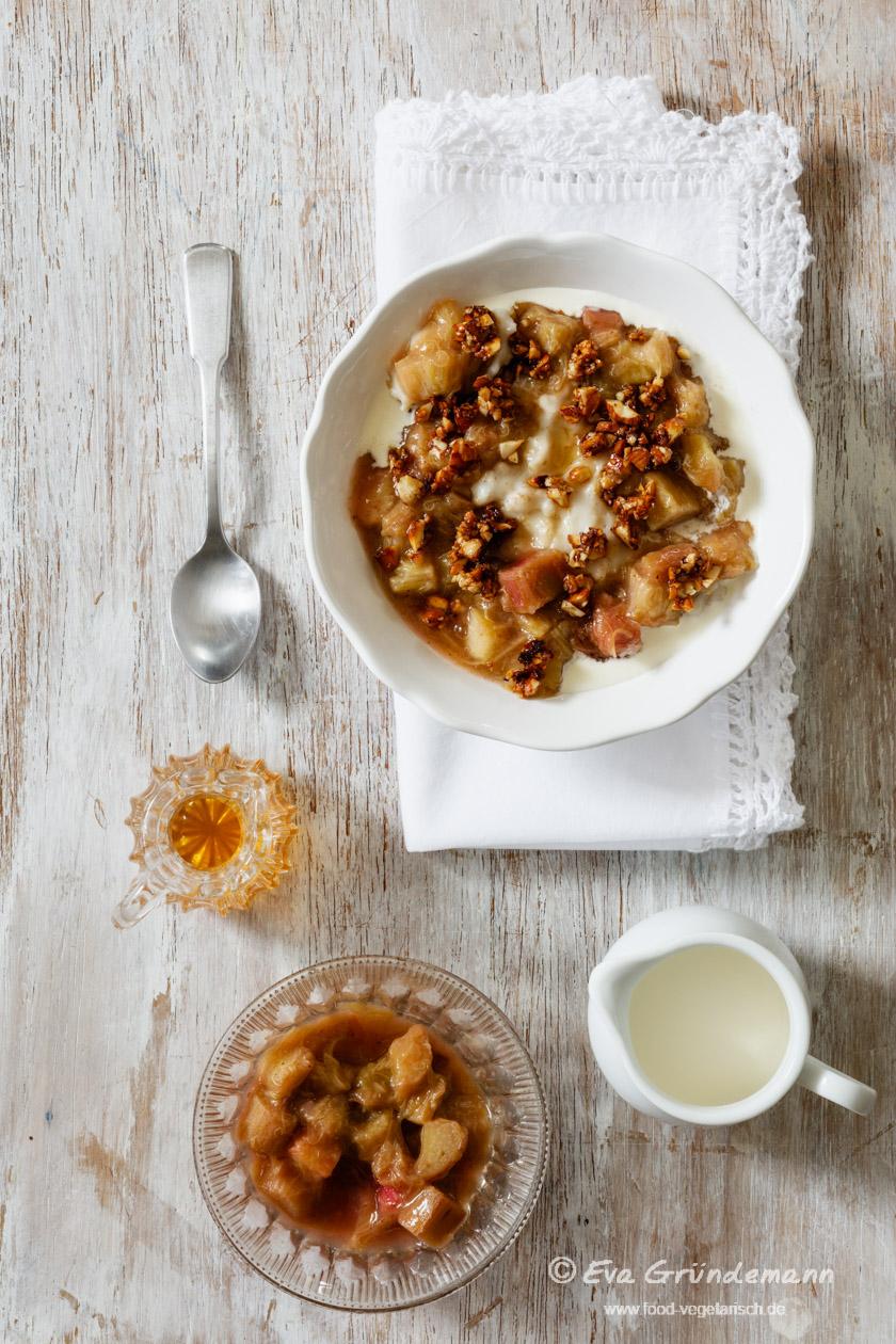 hafer porridge mit rhabarberkompott food vegetarisch. Black Bedroom Furniture Sets. Home Design Ideas