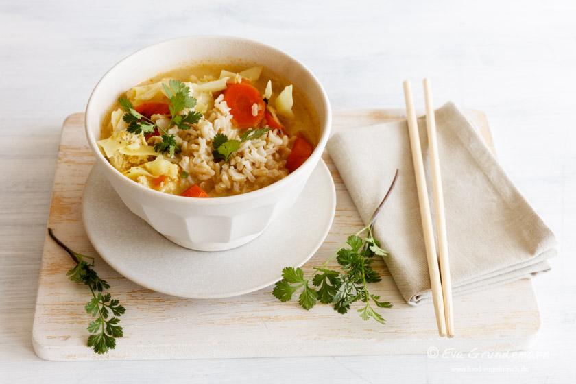 Asiatische Weißkohlsuppe nach einem Rezept aus Schrot & Korn