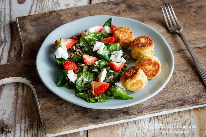 Spinatsalat mit Falafeln