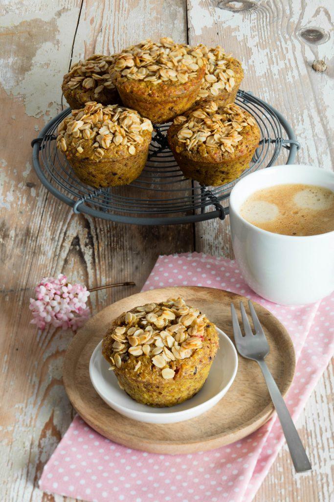 Kurkuma-Heidelbeer-Muffins mit Granola